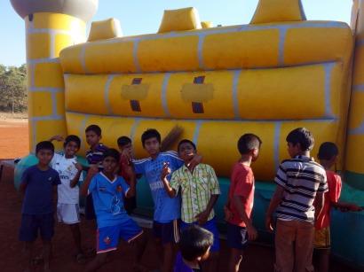 Children in the castle's shadow in Mapusa, Goa